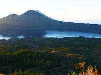 バトゥール山 山頂の景色