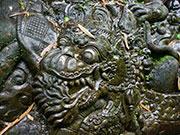 岩壁に描かれたレリーフ