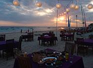 夕暮れのビーチ席