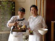 人気メニューの寿司弁当とラーメン、納豆の磯部揚げ